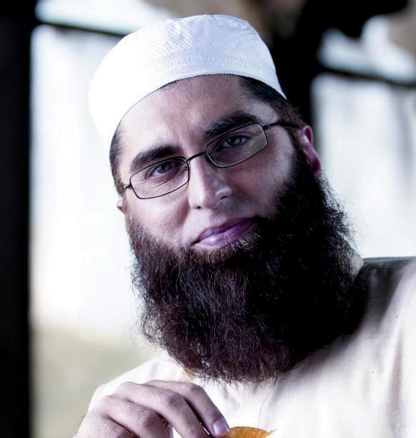 Junaid Jamshed with His Family http://pakistanihun.blogspot.com/2011/11/junaid-jamshed-proud-to-be-muslim.html