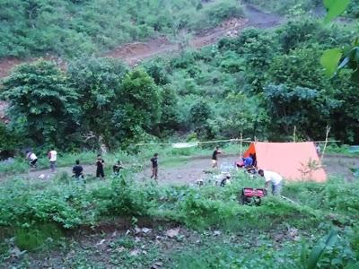 KM. LENGGE WAWO,- Wartawan berkemah ria di lereng gunung sekaligus mengasah wawasan