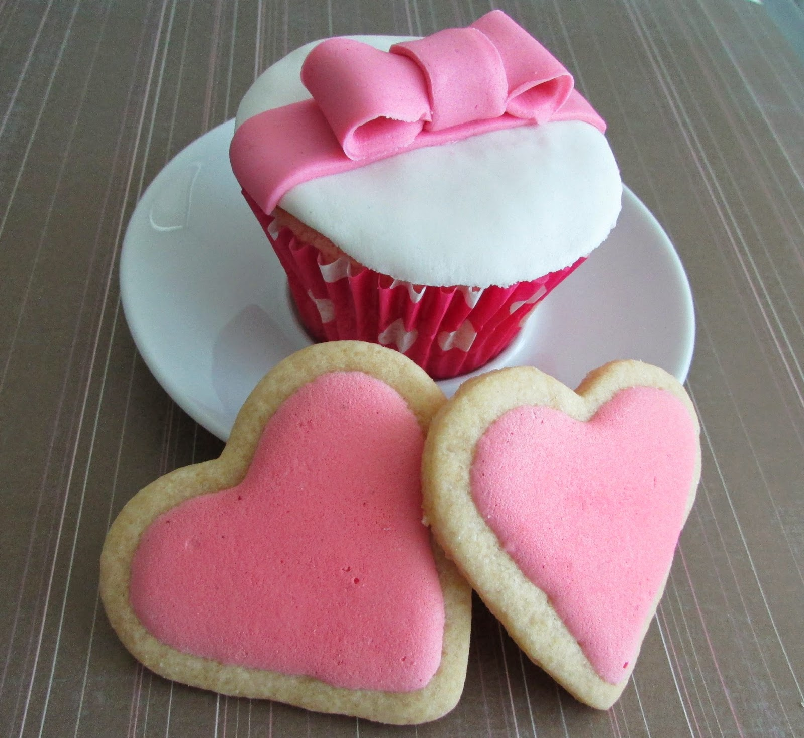 cupcakes-helado-fresa-fondant