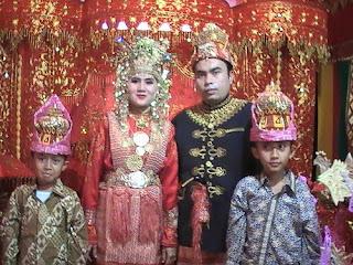 Baju Adat Aceh