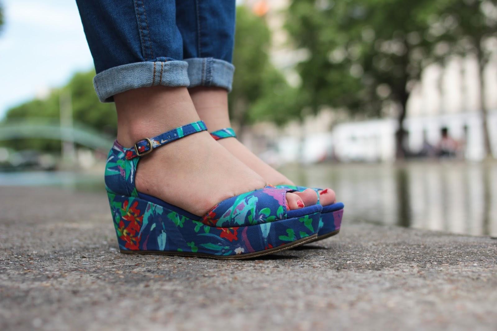 Sandales fleurs tropical