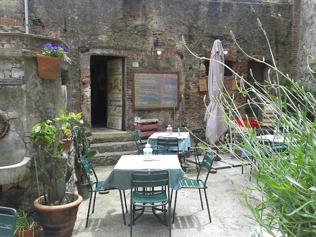 Al fresco dining at il 'Posto Pubblico' in Castiglione's historic town center