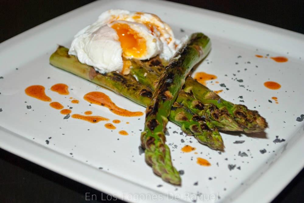 http://enlosfogonesderaquel.blogspot.com.es/2014/05/esparragos-verdes-con-huevo-escalfado-y.html