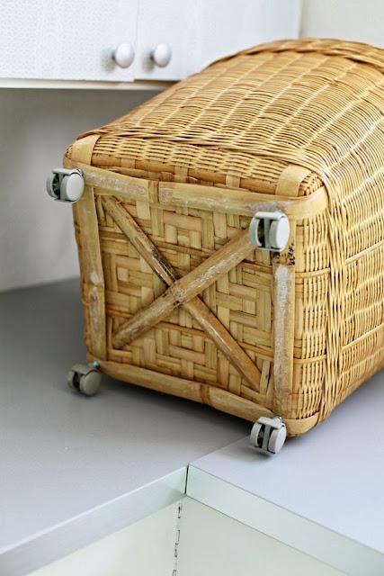 http://www.chezlarsson.com/myblog/2013/05/basket-on-castors.html