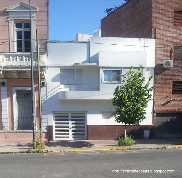 Casa de dos plantas Racionalista en La Plata, Buenos Aires, Argentina