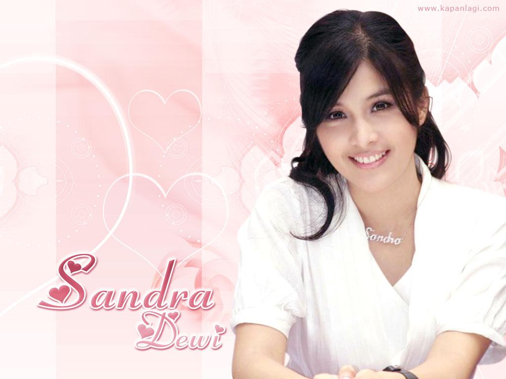 http://2.bp.blogspot.com/-dSF99neJu-Q/TeXU0Z07MaI/AAAAAAAAGQI/h8LP_Tv-lCw/s1600/Wallpaper+Seksi+Sandra+Dewi.jpg
