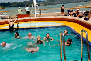 Wayne & Pat 'Swimming' the Panama Canal