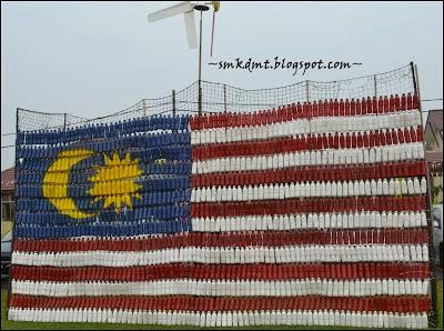 Bendera Malaysia daripada botol