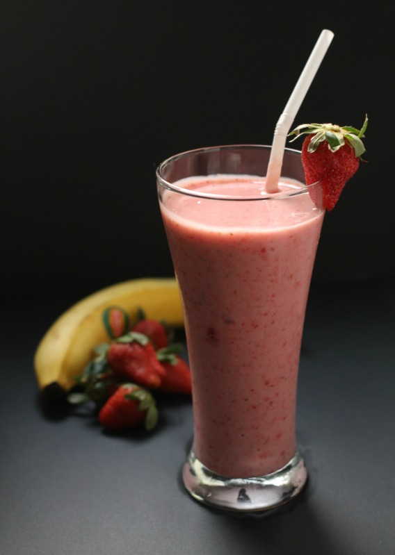 my bare cupboard: Strawberry , soy and banana smoothie