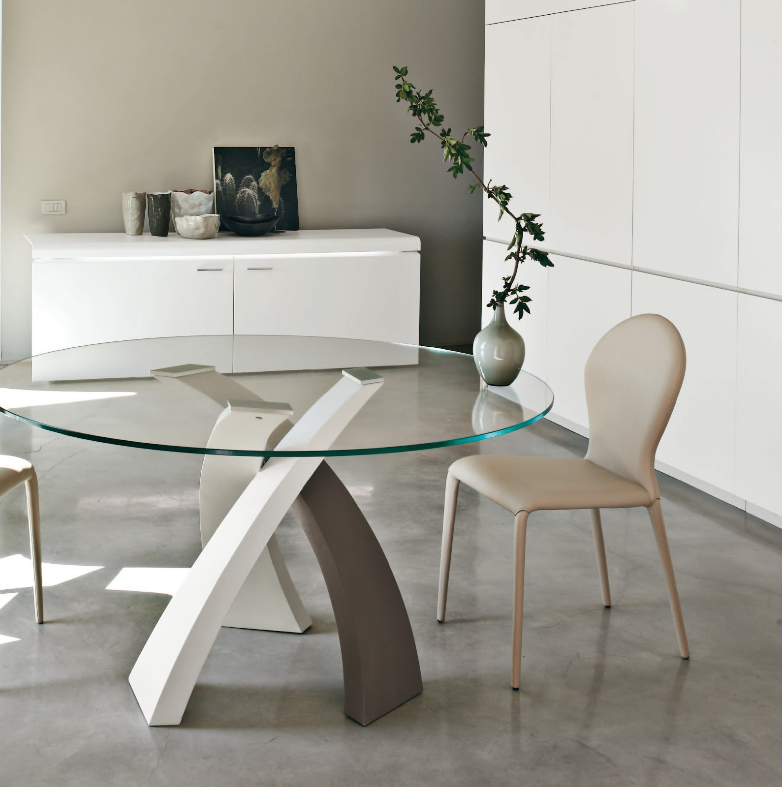 Inspiration mobilier design table ronde design - Table de cuisine ronde en verre pied central ...