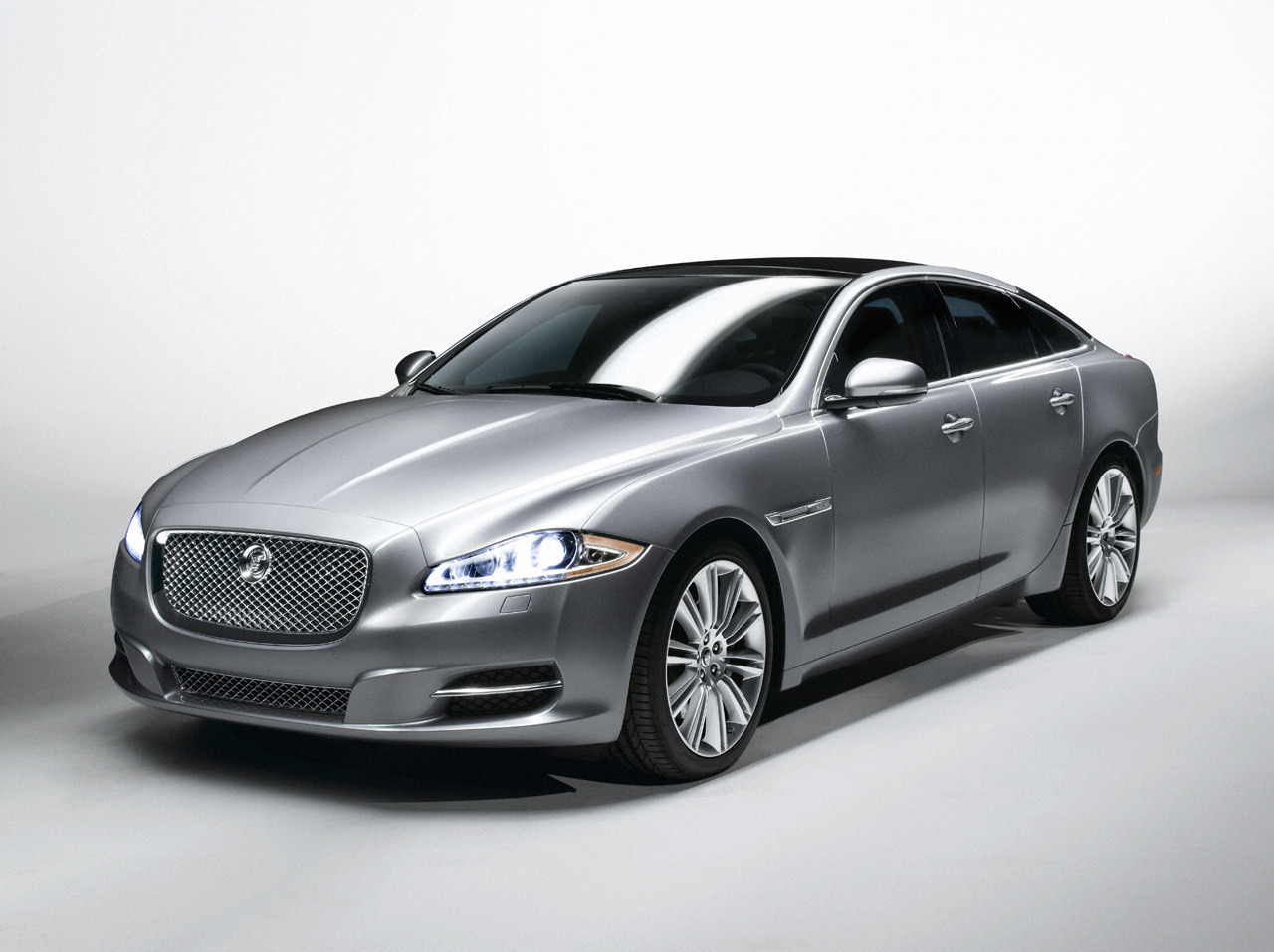 jaguar xj world of cars. Black Bedroom Furniture Sets. Home Design Ideas
