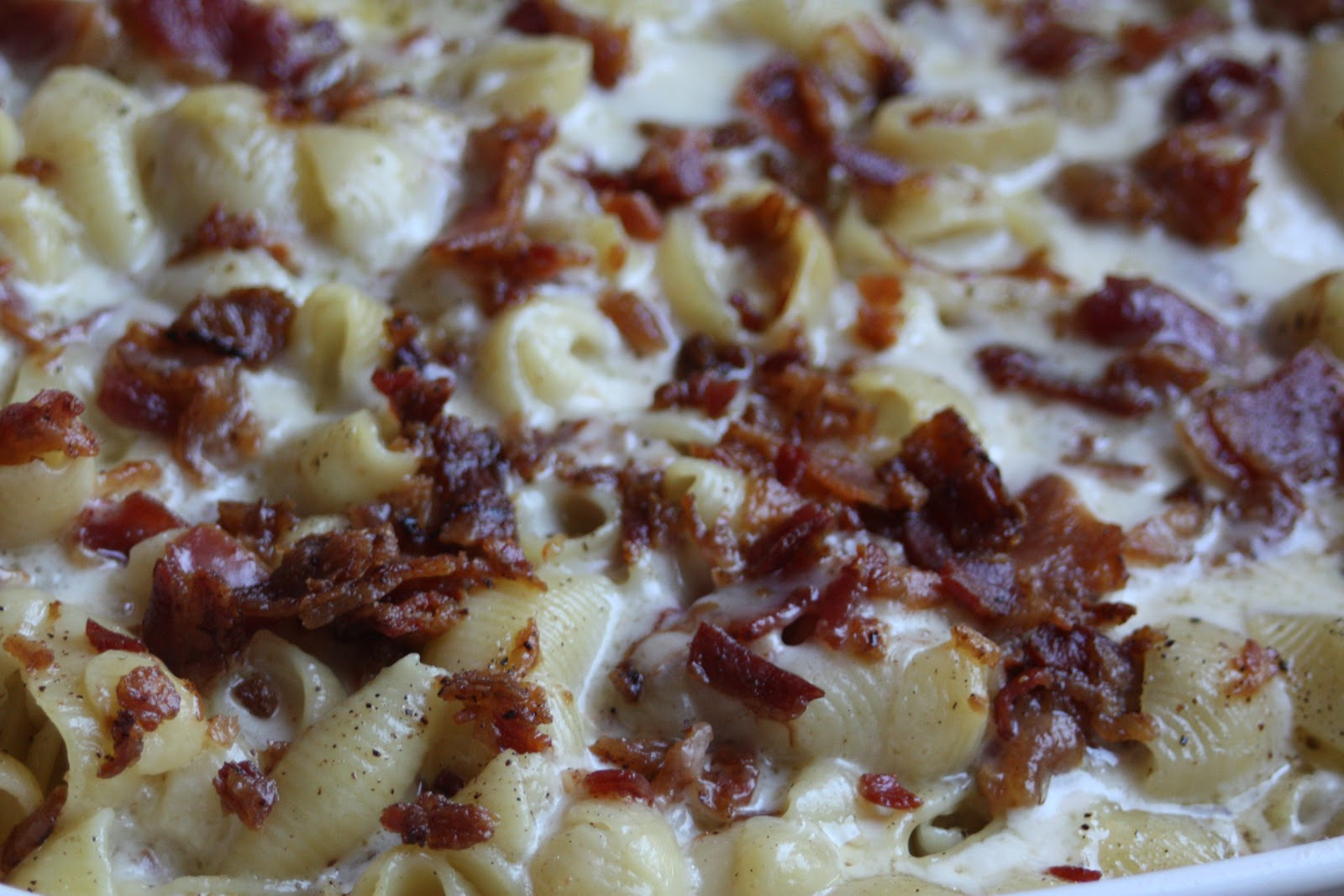 Paper Plates and China: Smoked Cheddar Bacon Macaroni and Cheese