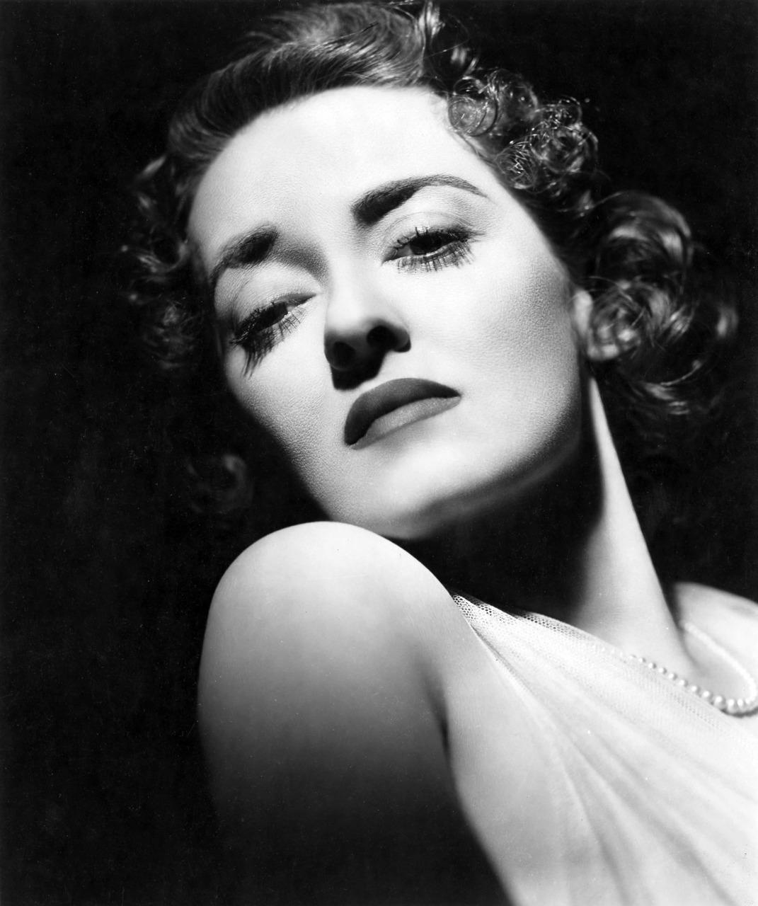 Bette Davis Net Worth