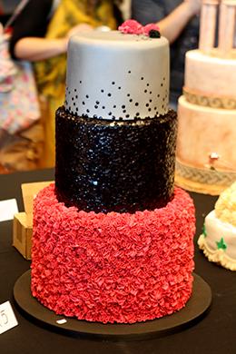 Hochzeitstorte pink schwarz