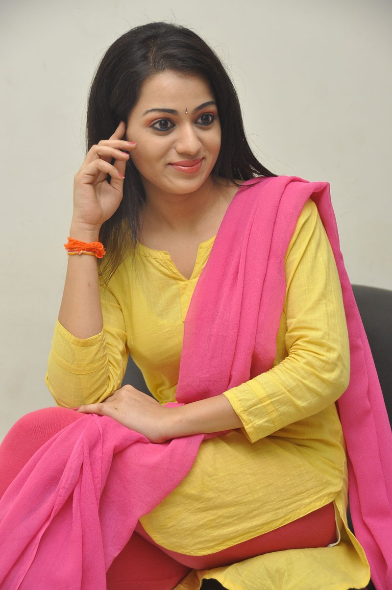 exquisite sweetheart Reshma latest photos at tadakha audio release