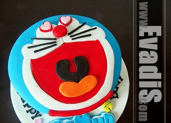 Closer view of Doraemon cake