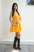 actress pragathi hot photos in yellow-thumbnail-17