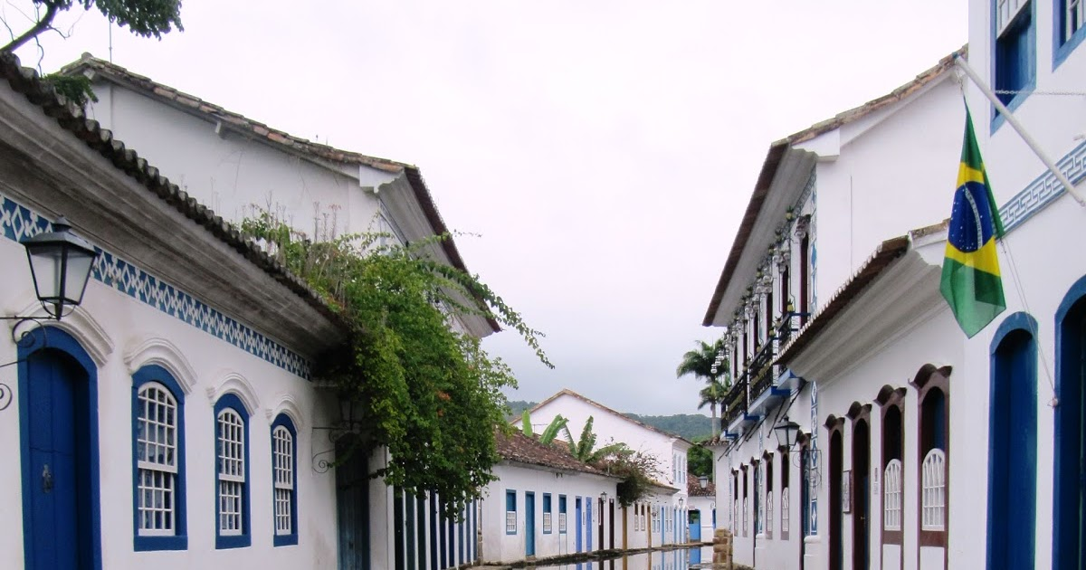 Around the World in 8000 days: Cobbles and reflections in Paraty