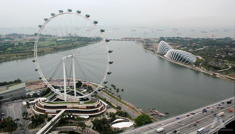 Visitor numbers at the Singapore Flyer have returned to pre-haze levels. The giant observation wheel suspended operations temporarily for a few hours per day on 20th and 21st June, when PSI reached above 300. Operations returned to normal on 22 June.