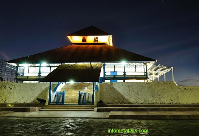 Wow ! Di Masjid Sulawesi Tenggara Ini Ada Goa Yang Dipercaya Terhubung Langsung ke Mekkah - infometafisik.com