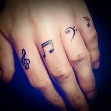 Mẫu hình xăm trên cổ tay ngón tay nhỏ đẹp cho nữ 15