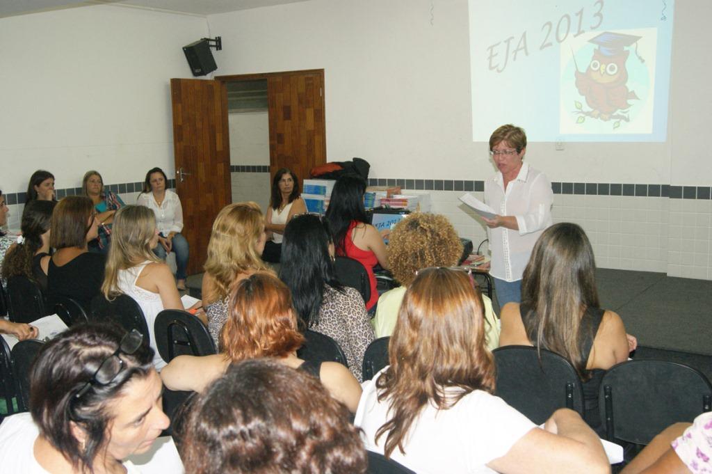 Ana Paula Coutinho, Coordenadora da EJA no Município, fala sobre as metas e diretrizes do ano letivo de 2013