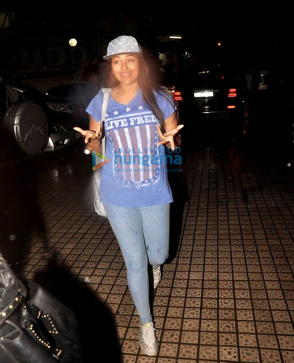 Sonakshi Sinha and Arjun Kapoor snapped at PVR