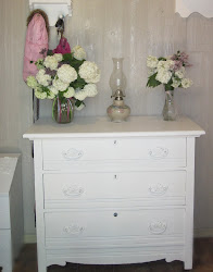Vintage Dresser Makeover