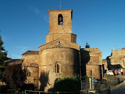 La reconstruïda capçalera de l'església de la canònica de Santa Maria de l'Estany