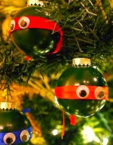 http://manualidadesreciclables.com/21243/bolas-navidenas-con-motivo-de-tortugas-ninjas