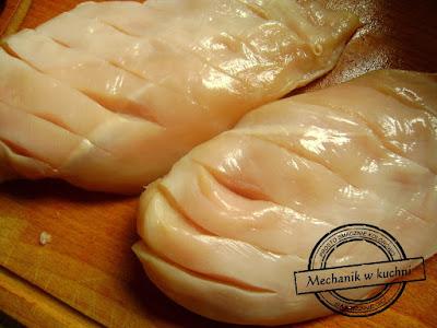 pierś z kurczaka filet drobiowy nacinanie kreatywne gotowanie facet w kuchni gotuj z facetem