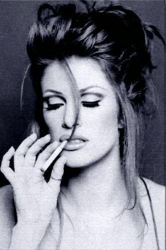 Mujeres sexys fumando... ( Muchas Imagenes )