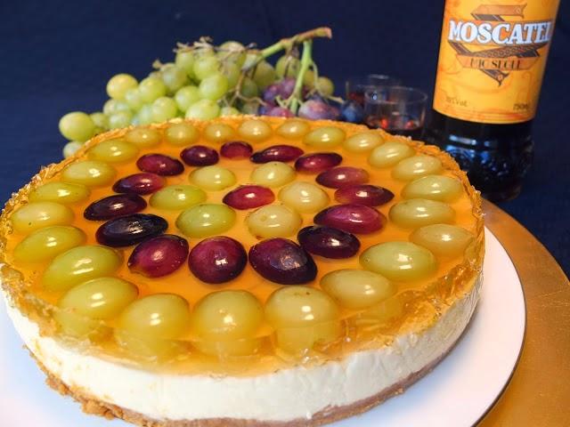 Tarta de queso y chocolate blanco con uvas