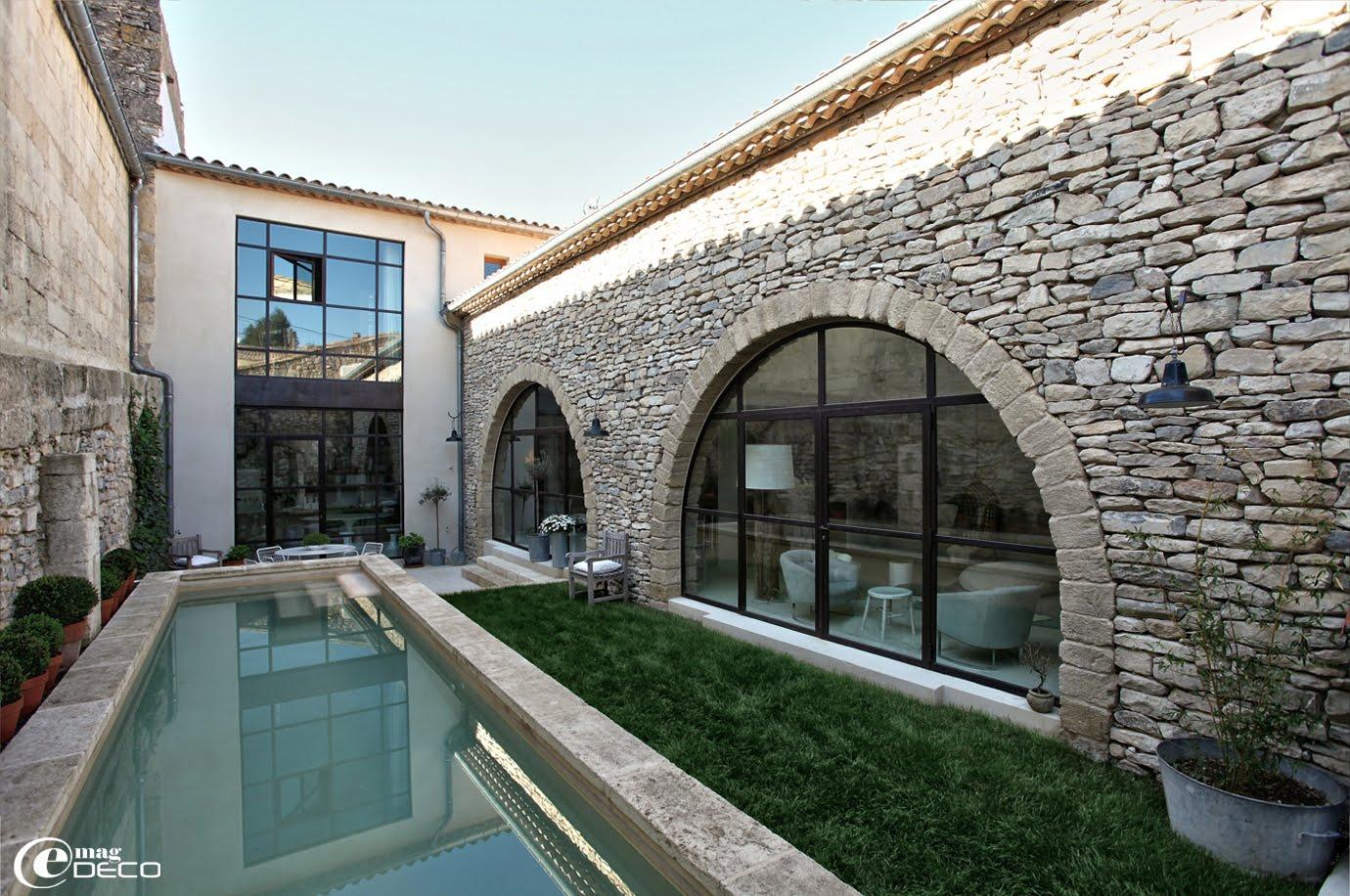 Réhabilitation d'un vieux bâtiment en pierre dans le Sud de la France