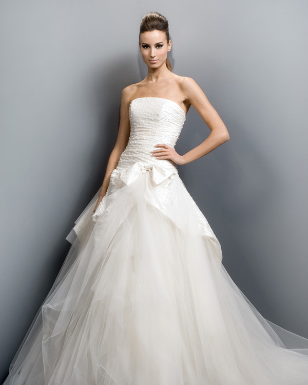 White Bridal\'s Dresses Designs \