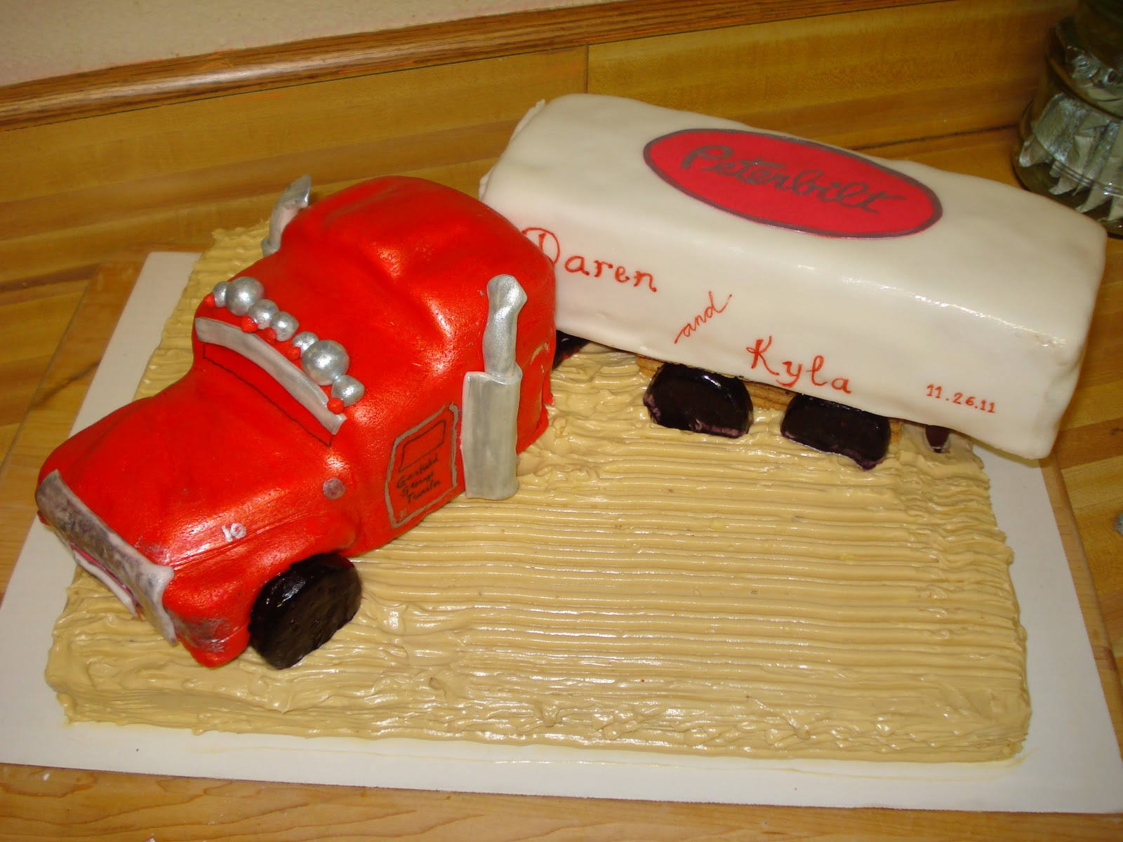 Peterbilt Semi Truck Cake submited images