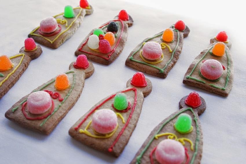 Galletas decoradas con chuches para tarta corona