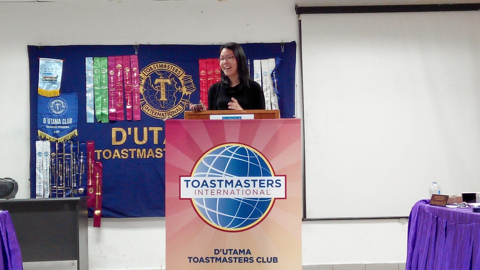 Leong Soo Qi, Cc Cl (area D4 Governor) Delivering Her Address During Her  Visit To The Club