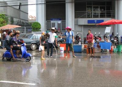 ရုပ္ဆုိးလာတ့ဲသႀကၤန္ – water festival in Thailand and Burma