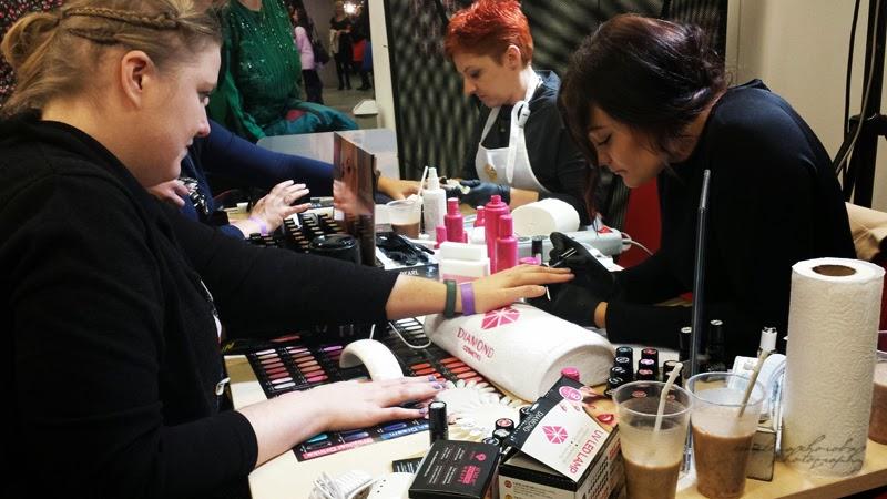 Blogowigilia 2014, kosmetyczka, stadion narodowy, Warszawa, kosmetyczka, kobiety u kosmetyczki