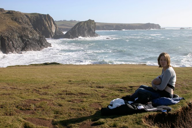 Alfresco breastfeeding at Kynance Cove by Alexis at somethingimade.co.uk