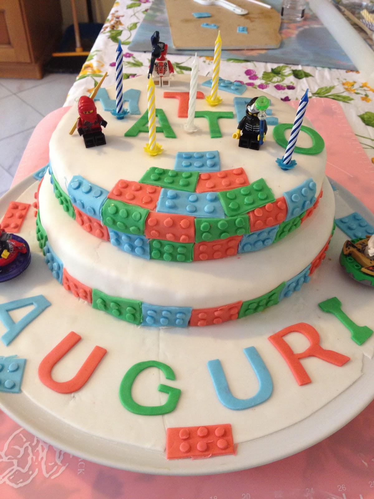 Yummymummy: Torta in pasta di zucchero lego fai da te