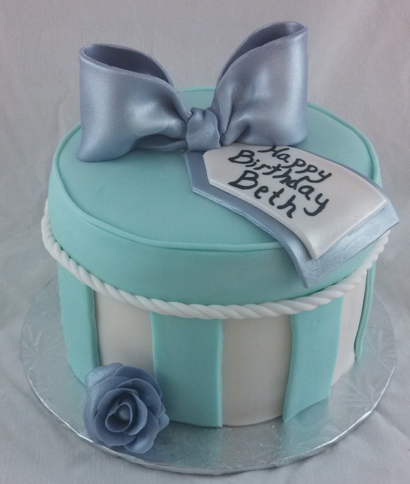 Cake Ideas From Cake Box : Sugar & Spice Sweets: Round Gift Box Cake