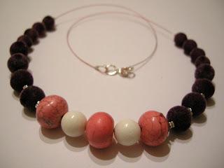 biżuteria z półfabrykatów - różowe oponki (korale)