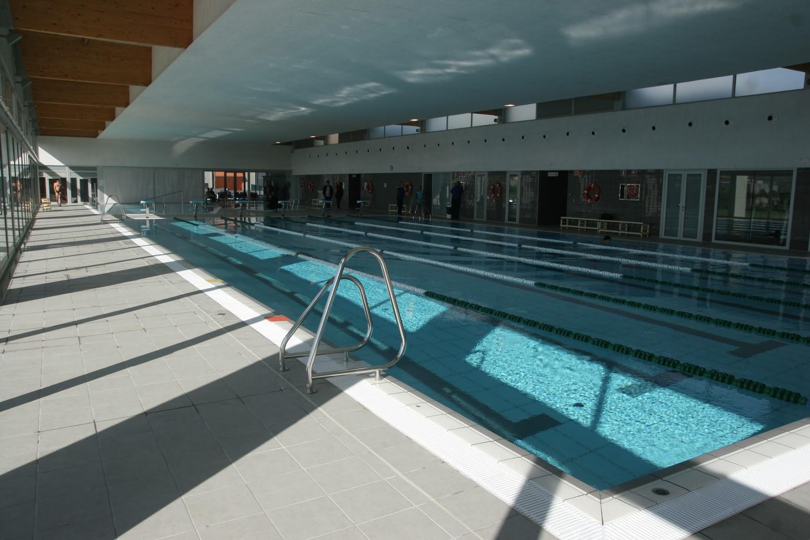 Rosa gres inaugurada la piscina municipal de canovelles for Piscina municipal de salt