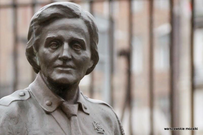 Warszawa rzeźba Plac Trzech Krzyży Instytut Głuchoniemych
