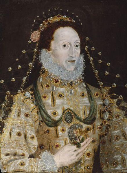Misteri Ular Di Tangan Ratu Elizabeth [ www.BlogApaAja.com ]