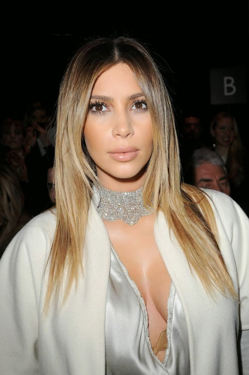 Kim Kardashian Wow Photos at Stephane Rolland Fashion Show