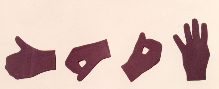 """Celso Vitelli, """"O Golpe"""", 1993, tecido s/papel corrugado."""