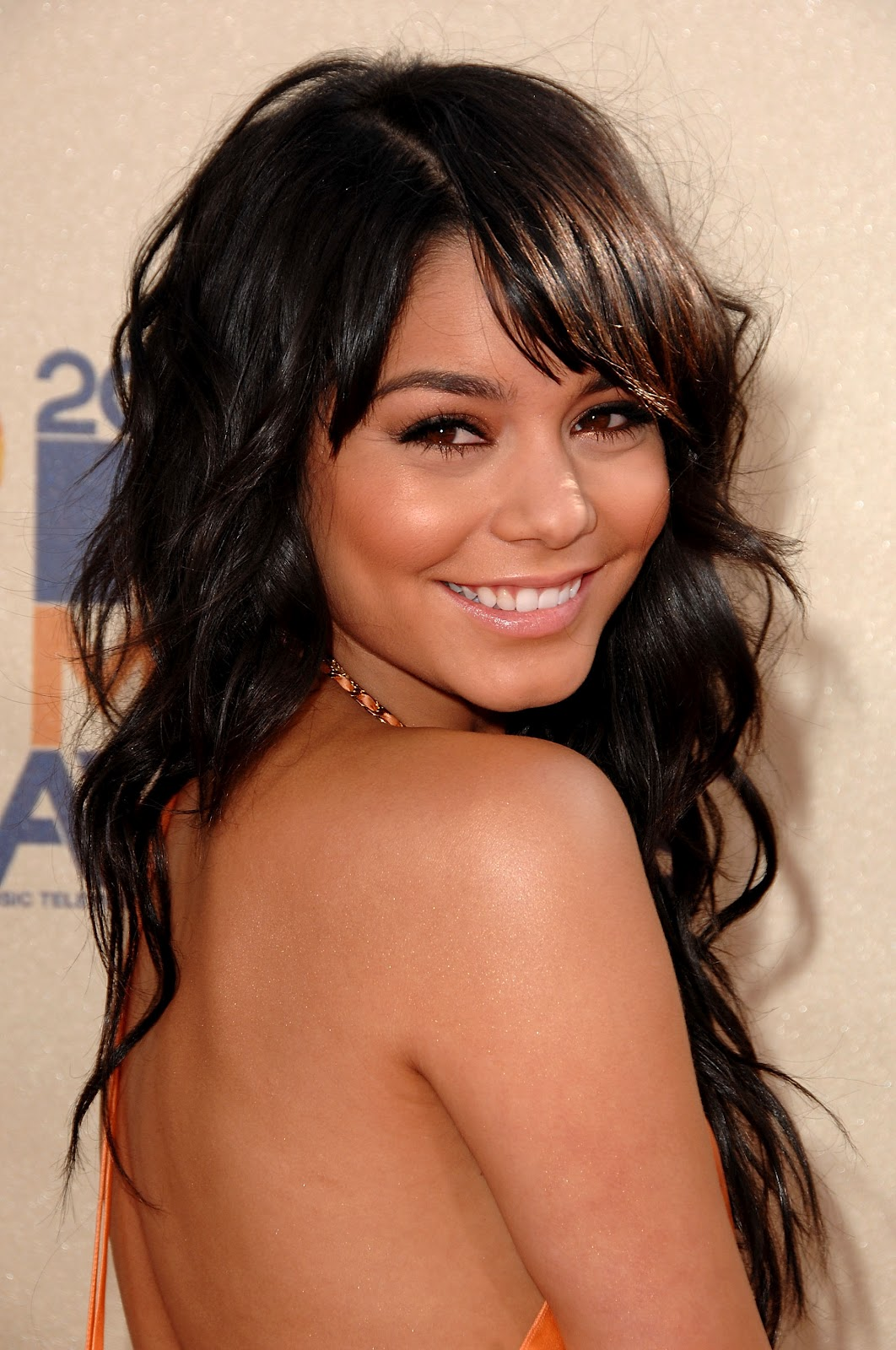 http://2.bp.blogspot.com/-d_CH4vvZV4g/Ty6s1KthL2I/AAAAAAAAEwU/xEj_7NvEZx8/s1600/44705-vanessa-hudgens-at-2009-mtv-video-awards-619.jpg